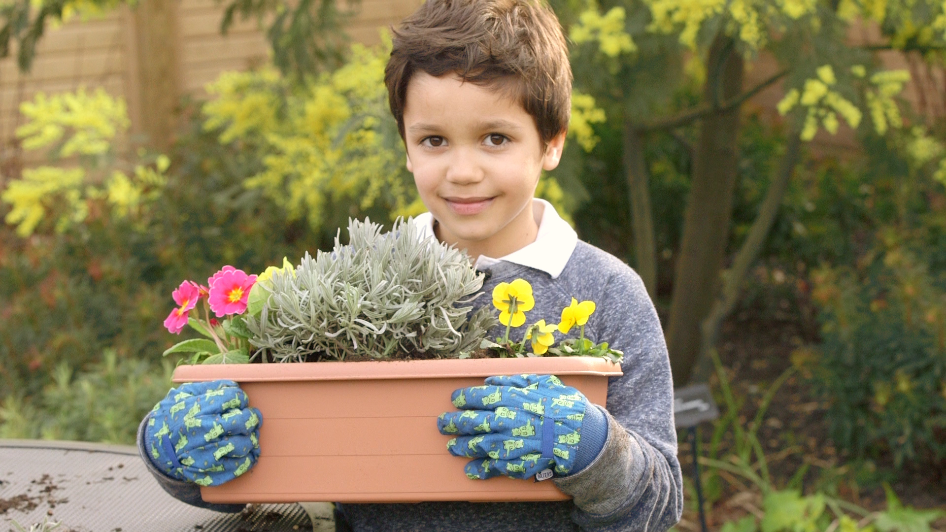Guest post – Get kids into the garden with Dobbies